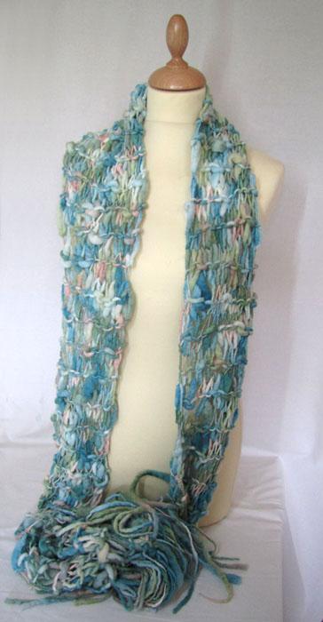 écharpe tricotée avec les doigts