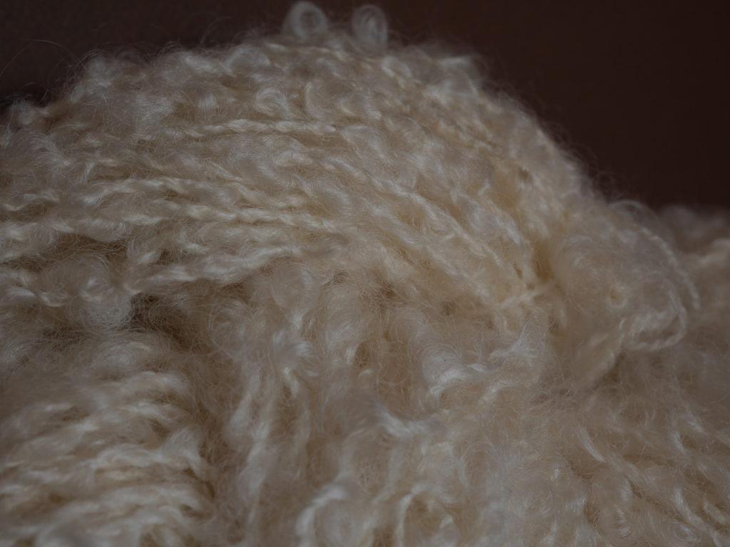 écheveau laine bouclée filée au rouet