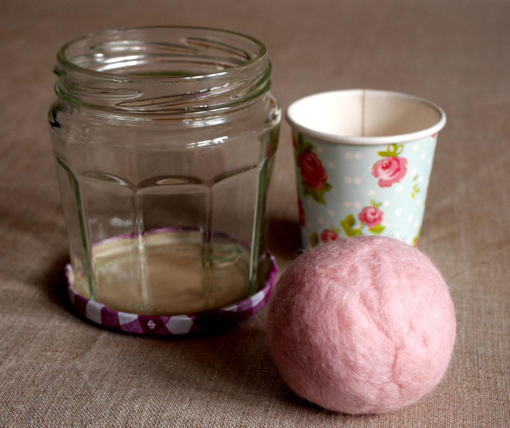 pique-épingles coussin aiguilles perle de laine feutrée gobelet carton