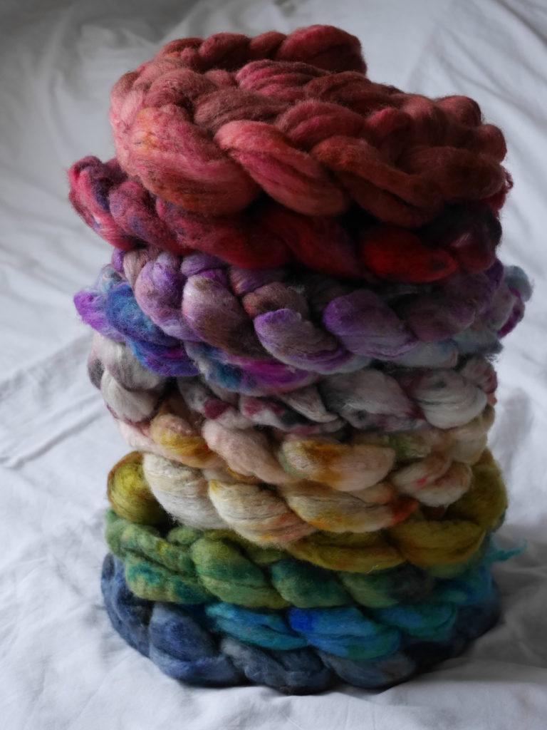 mèches de laine et soie teintes à la main pièces uniques Rue de la Laine